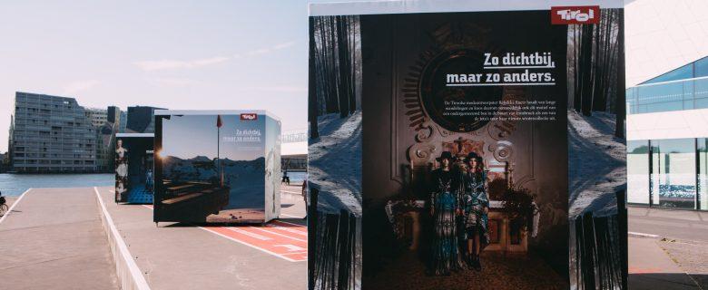 Outdoor en fashion expositie Tirol blikvanger op Amsterdamse IJpromenade