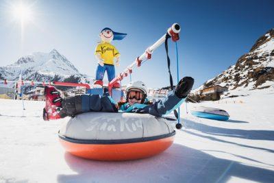 Kleine skisterren aan de top in Paznaun-Ischgl