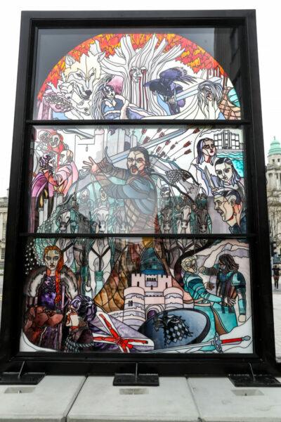 Imposante glas-in-lood kunstwerken in Belfast vieren de erfenis van Game of Thrones® in Noord-Ierland